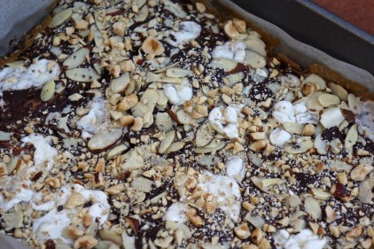 Allow to cool completely. Use baking paper or foil to lift entire slab out of the pan.