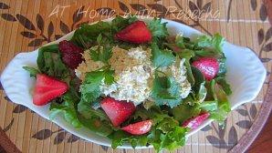 Fresh Strawberry Vinaigrette, Mixed Greens and Tuna Salad