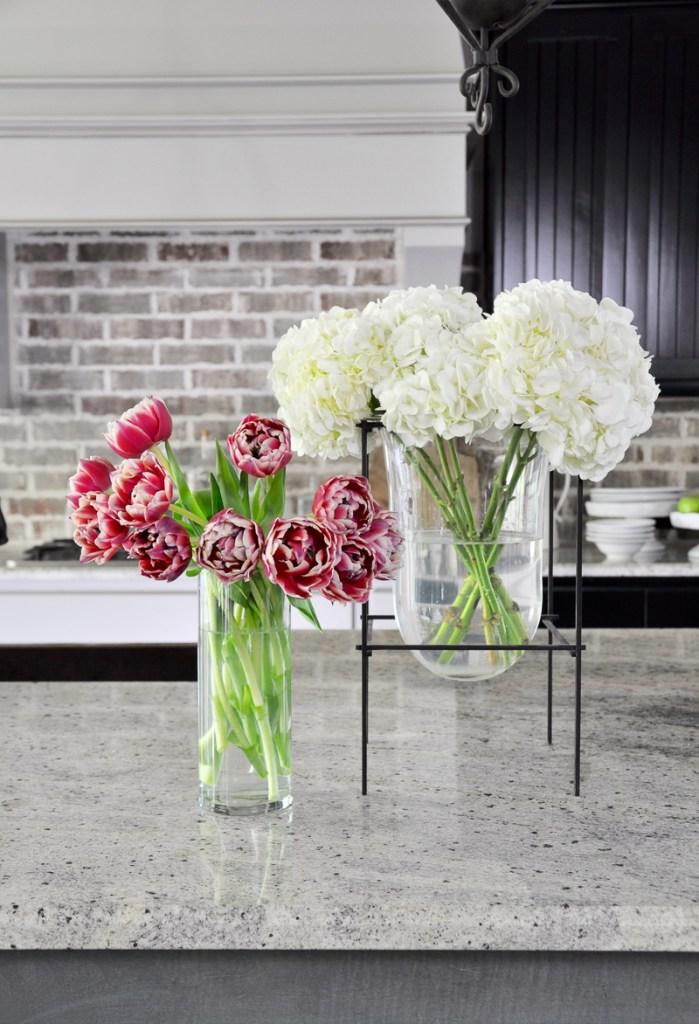 Kitchen-Flowers-in-Glass-Vases_ Decor Gold Designs