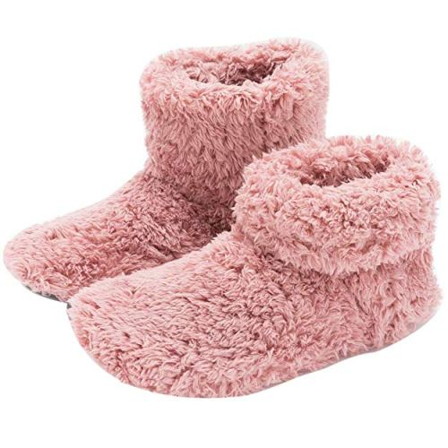 Fuzzy Slippers for Mom - Holiday Gift Guide for Moms and Dads - Parents Gifts - Spouse Gifts - At Home With Zan