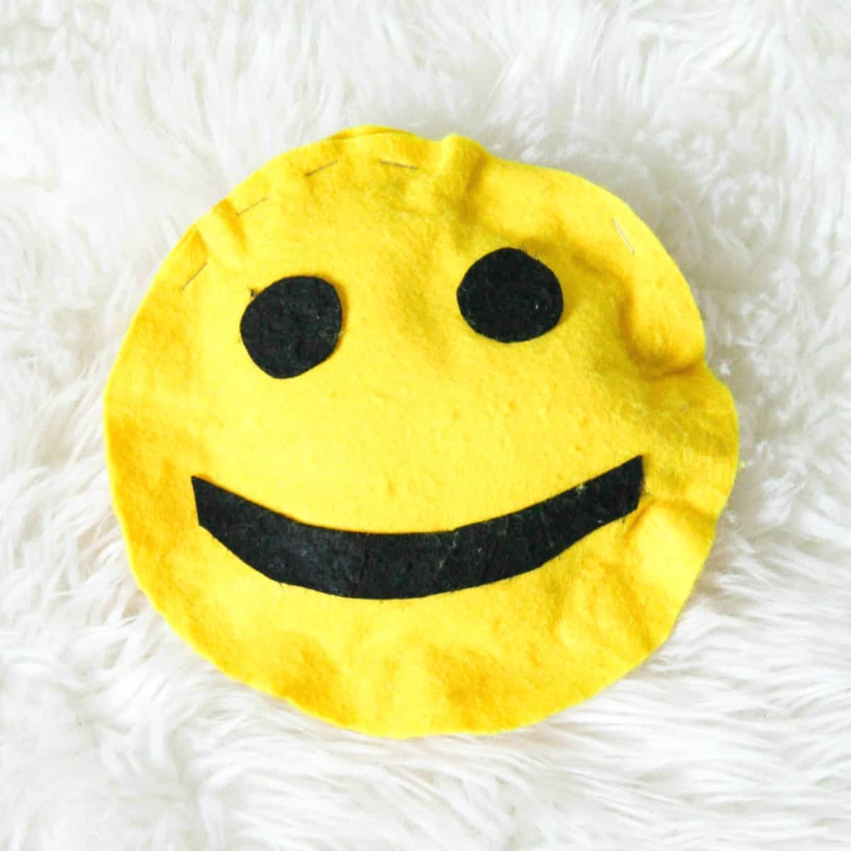 Easy Kids Sewing Projects - DIY Emoji Pillows