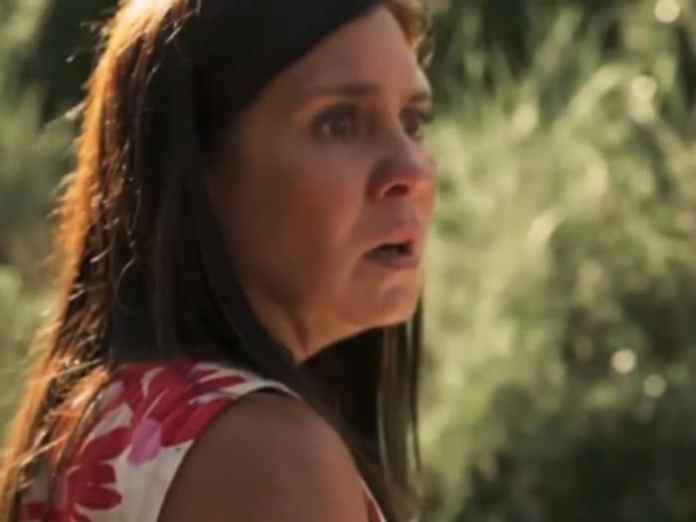 Thelma (Adriana Esteves) terá um destino bem árduo em Amor de Mãe (Globo)