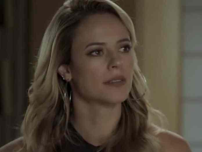 Paolla Oliveira interpretando Jeiza em 'A Força do Querer' (Globo)
