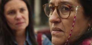 Thelma (Adriana Esteves) e Lurdes (Regina Casé) em 'A Vida da Gente' (Globo)