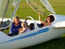 Cadou inedit: zbor acrobatic la implinirea a 100 de ani