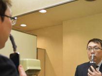Accesoriul pentru smartphone pe care toată lume și-l dorește: aparatul de tuns părul din nas a fost inventat de japonezi