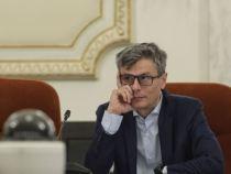 Ministrul Economiei, Virgil Popescu, diagnosticat cu Covid-19. Ce se întâmplă cu premierul Orban