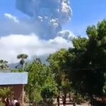 Indonezia: Erupe vulcanul Lewotolo  | VIDEO