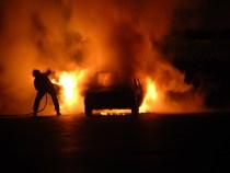 BUZĂU: Incendiu într-un parc de dezmembrări auto. Zeci de mașini, cuprinse de flăcări