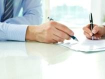 Contractele de muncă ar putea fi semnate și electronic. Guvernul vrea să modifice Codul Muncii