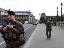 Franța: Mobilizare masivă a forțelor de ordine. Cetățenii nu mai pot ieși din case după ora 20:00