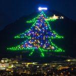 ITALIA: A fost aprins cel mai mare pom de Crăciun din lume | VIDEO