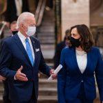 SUA: Biden a revocat interdicţii de viză impuse solicitanţilor de carte verde şi lucrătorilor temporari