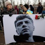 Peste 700 de ruşi și mai mulţi ambasadori ai ţărilor din Uniunea Europeană l-au comemorat azi pe opozantul Boris Nemţov, asasinat acum şase ani