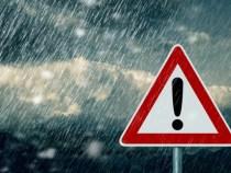 Ploaie torenţială pe A3: Vizibilitate scăzută şi risc de acvaplanare