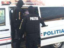 Bărbatul care a ucis doi muncitori într-un apartament din Onești este recidivist. Era condamnat pentru violență și furt