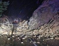 Buzău: O masivă alunecare de teren blochează circulaţia pe DN10, în zona Siriu