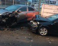 Brașov: 12 mașini parcate, avariate de un tânăr șofer drogat și fără permis
