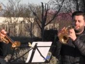 Artişti de la Filarmonica din Arad au cântat medicilor de la Spitalul din Arad