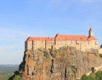 Ratingul castelului ce aparține prințului acuzat că a ucis un urs în România, prăbușit pe Google Maps de români