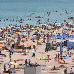 Hotelierii de pe litoral, salvați de elevii și studenții care se angajează sezonieri