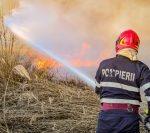 România trimite 142 de pompieri în Grecia pentru a ajuta la stingerea incendiilor