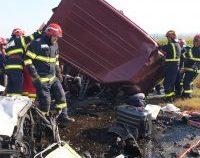 Bacău: 7 morți după o coliziune între un autoturism și un microbuz la Răcăciuni