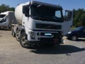 Sălaj: Un camion scăpat de sub control a distrus o mașină de Poliție și o autospecială a Jandarmeriei