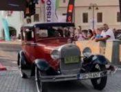 Sibiu: Zeci de automobile s-au aliniat la startul Raliului mașinilor retro | VIDEO