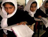 Afganistan: Încep şcolile, dar fără fete