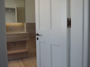 bathroom-door-Belgravia-Victorian-style