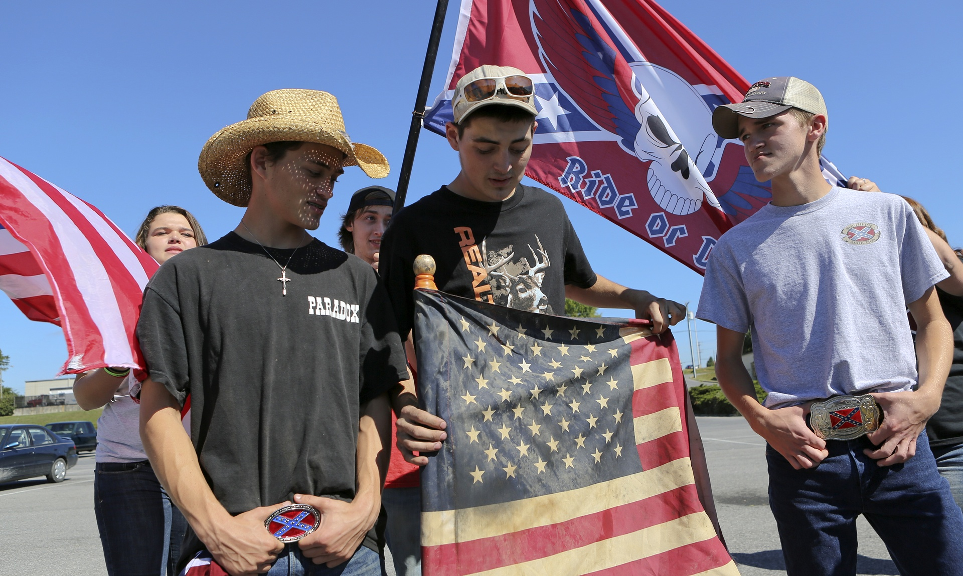 High School Students Protest Over Confederate Flag Ban