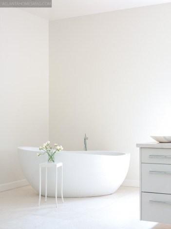 CREATURE COMFORTS The graceful curving shape of the freestanding Waterworks tub makes it feel very comforting for the user.