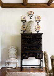 Throughout the house, collections of porcelain, creamware and drabware speak to the personal tastes of the owners.