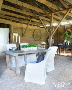 A gravel floor and a few other fresh updates make the carriage house ideal for casual gatherings.