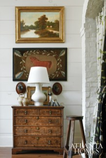 The home's foyer features a mix of old and new, including an antique Queen Anne oak chest from William Word Antiques and a Chinese ceramic lamp by Rose Tarlow Melrose House.