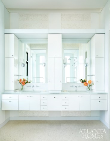 In the master bathroom, Kasler incorporated colorful flowers and other accessories.