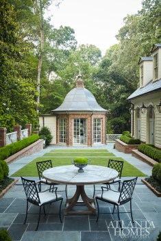 Landscape architect John Howard of Howard Design sited the backyard's octagonal folly on axis with the library.