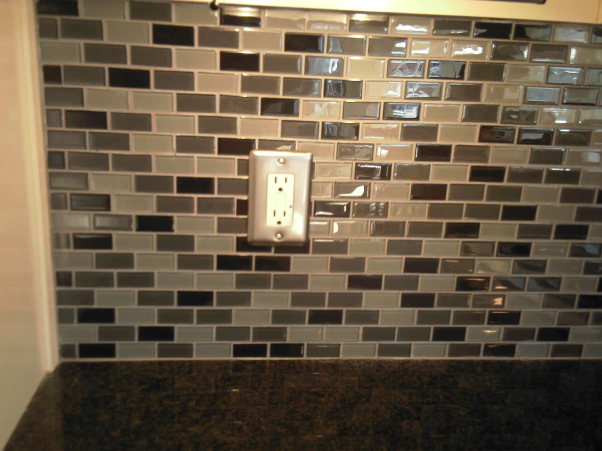 Glass tile backsplash grouting. need help on choosing a grout ...
