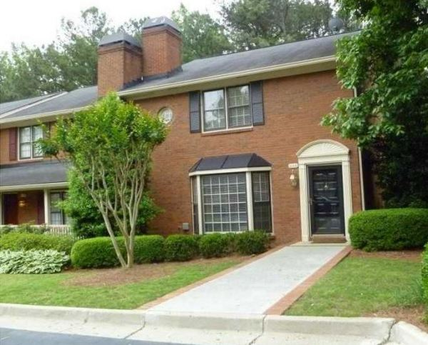 Vinings Ridge Townhome In Established Community