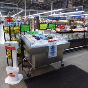 Mobile Self Service Iced Display Table for Seafood - transforMerchandiser - Atlantic Food Bars - MIT4836-SSKT-WSKT 1