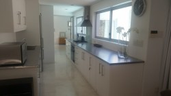 Queens Road Apartment 1 Bedroom Luxury Holiday Accommodation Rental property Cape Town Bantry Bay Atlantic Letting kitchen photo