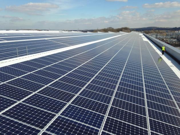 jaguar-land-rover-installs-uk-s-largest-rooftop-solar-panel-array-at-its-engine-manufacturing-centre-1