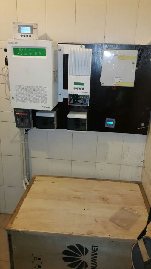 Schneider Electric Conext SW and MPPT