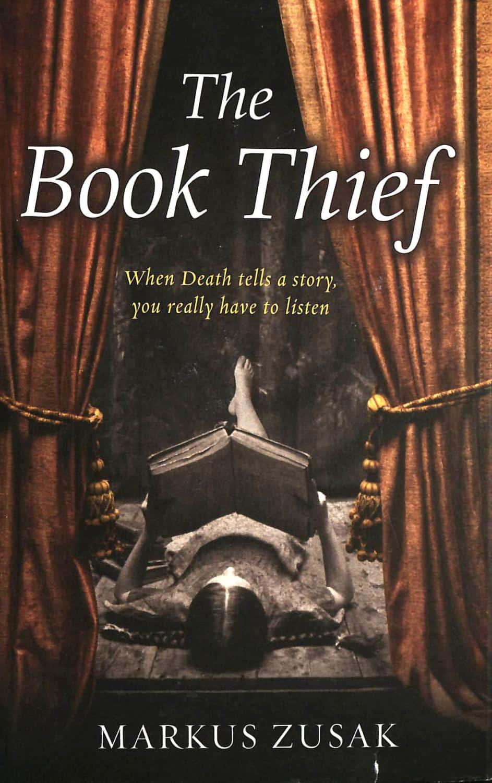 """""""Hoțul de cărți"""" - """"Când moartea spune o poveste, """"Hoțul de cărți"""" – """"Când moartea spune o poveste, chiar trebuie s-o asculți."""""""