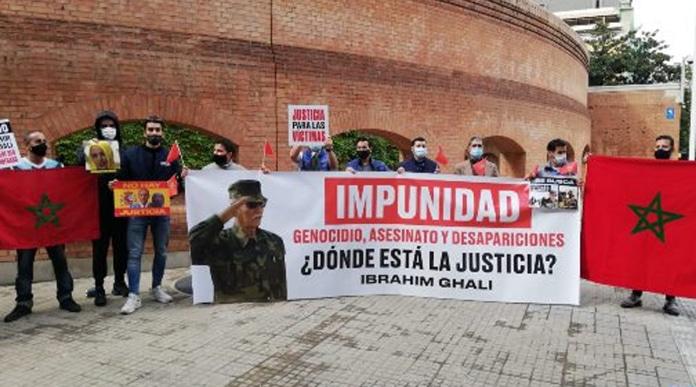 Espagne : des victimes des actes criminels du chef du Polisario Brahim Ghali  manifestent devant l'hôpital où il est admis - Atlasinfo