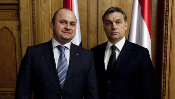 Olosz Gergely (balra) és Orbán Viktor. Fotó: nol.hu