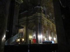 Blick ins Kirchenschiff mit der Kanzel