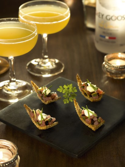 Tuna Tartare with rye bread paired with GREY GOOSE Fruit Des Fe¦étes