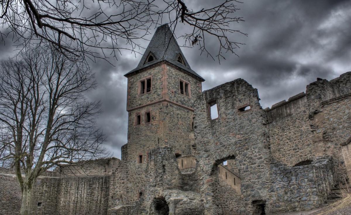 visit frankenstein 39 s castle on halloween in germany. Black Bedroom Furniture Sets. Home Design Ideas